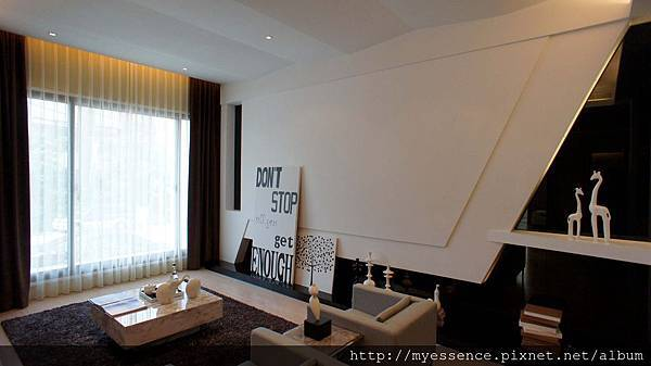 百坪豪宅才有氣度客廳空間1.jpg