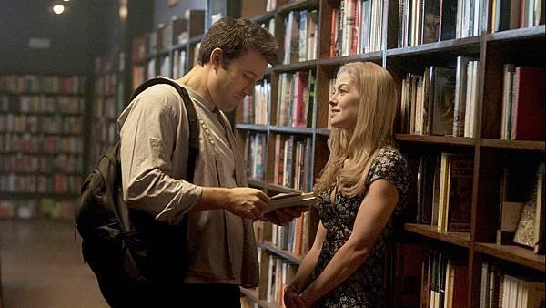 6a0d6e0c0af160d4_gone-girl-library