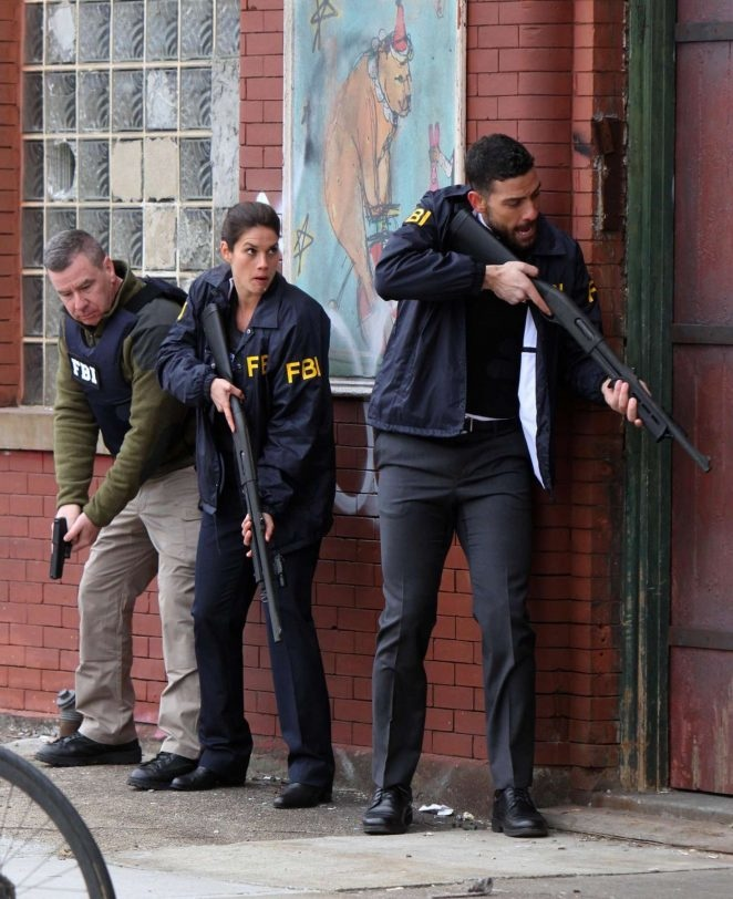 Missy-Peregrym-on-the-set-of-TV-series-FBI--05-662x812.jpg