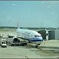 飛沖繩的飛機好小喔~