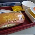 飛機餐~頗令人傻眼。