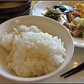 因為可以吃白飯!!!! 日本白飯好好吃~