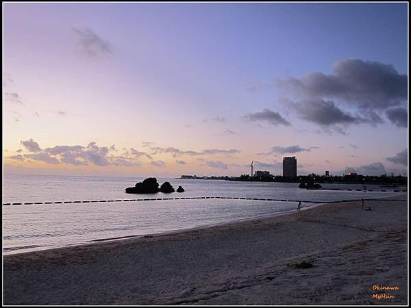 夕陽也在塞車的時候掉進海裡了...
