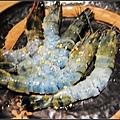 我把最愛的蝦子給拍糊掉了 = =''