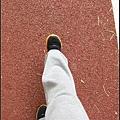 用雙腳踏著穩定的步伐