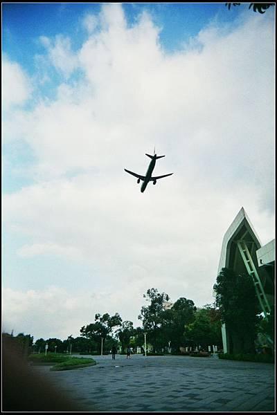 原來不是起飛,而是降落。 :)))