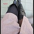 穿上好看的膝上襪,但是裙子太長。 = =