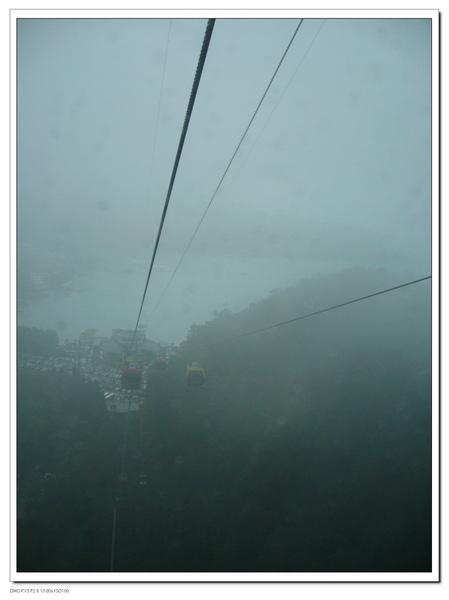 雖然霧霧的,可是還是很美唷~