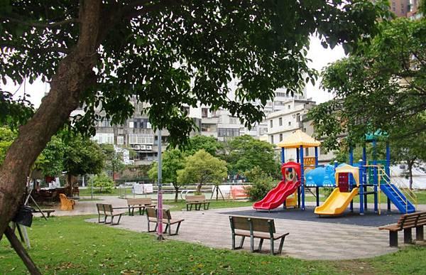 曼特寧樓中樓面公園