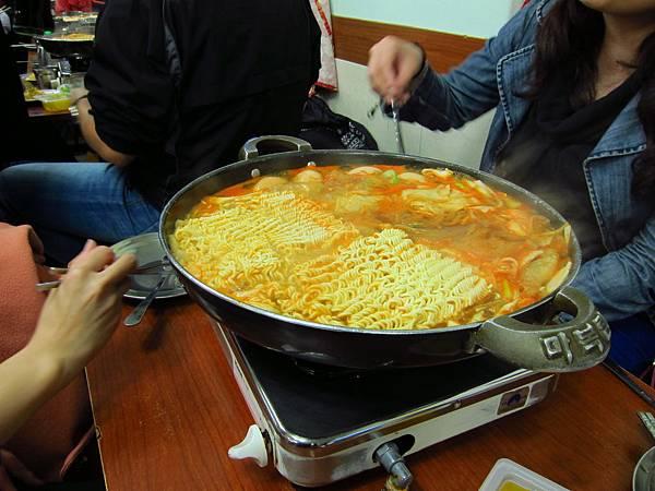 新堂洞年糕鍋+拉麵 (1).JPG