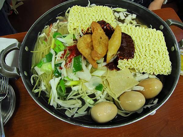新堂洞年糕鍋+拉麵.JPG
