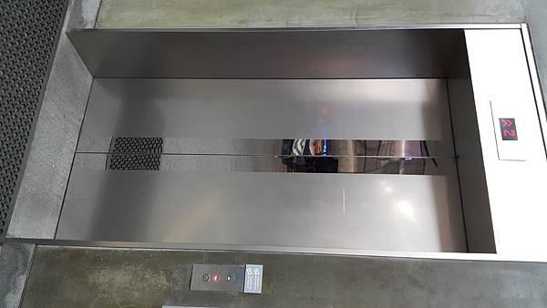 一樓電梯.jpg