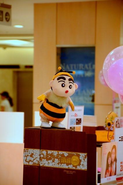 美食街蜜蜂蠟筆小新