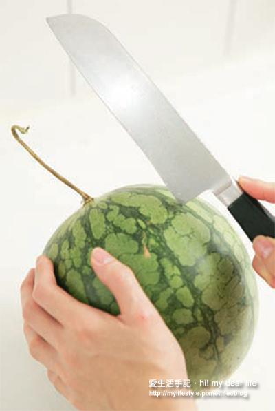 輕鬆切出平整西瓜