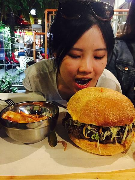 巨大漢堡.jpg