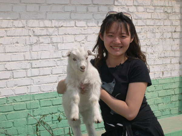 抓了一隻小羊.好開心ㄚ