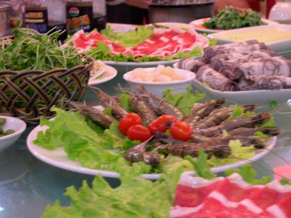 真是豐盛.台灣吃很貴