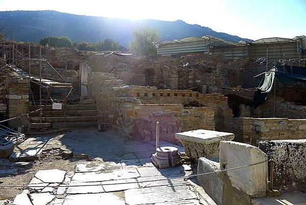 2013-10-13 15-43-51  艾菲索斯古城遺跡.JPG