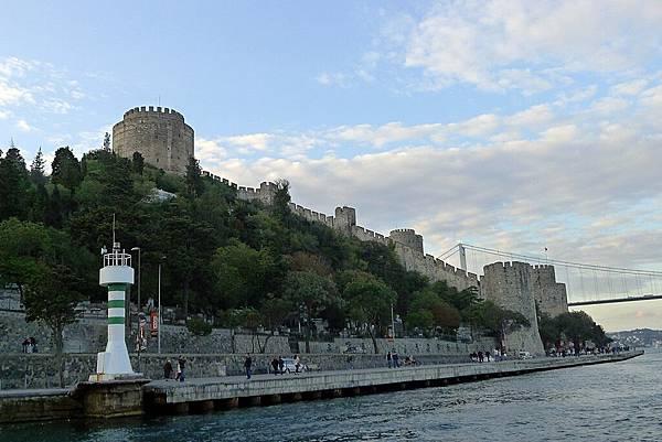 2013-10-19 17-37-03 Bosporus海峽遊船.jpg