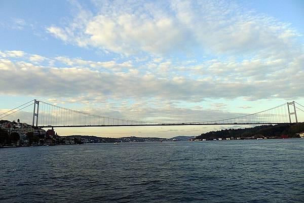 2013-10-19 17-38-32 Bosporus海峽遊船.jpg