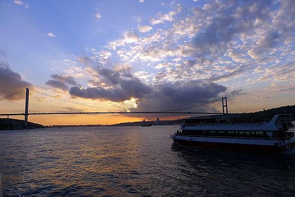2013-10-19 17-56-56 Bosporus海峽遊船.jpg