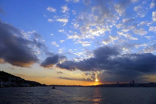 2013-10-19 18-02-26 Bosporus海峽遊船.jpg