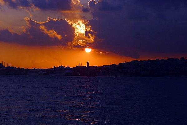 2013-10-19 18-04-57 Bosporus海峽遊船.jpg