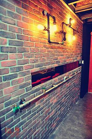18 CENTUR-LOFT 工業風-水管燈具壁架001.jpg