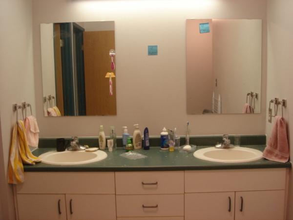 洗臉盆和鏡子