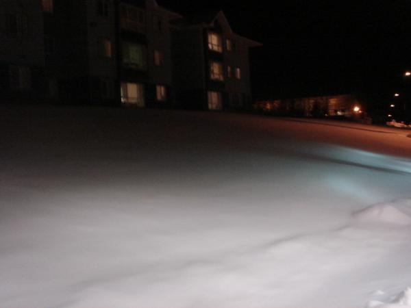 Keyon前面的草地全是雪
