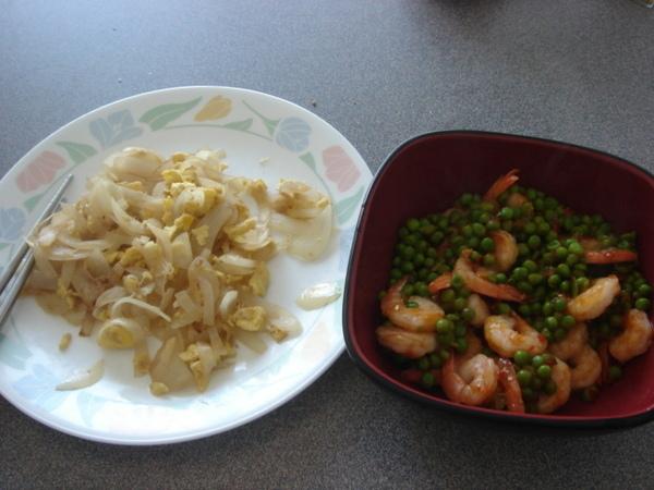洋蔥炒蛋和青豆炒蝦