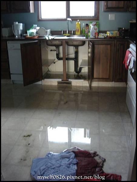 flodded kitchen 3.JPG