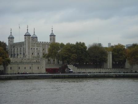 泰晤士河望倫敦塔