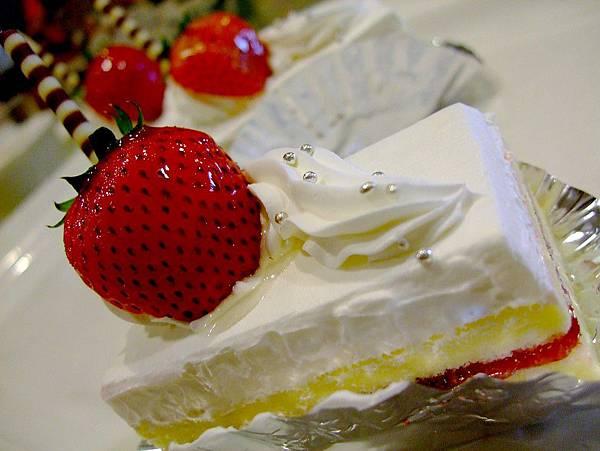武暖.甜入心的草莓蛋糕-2.jpg