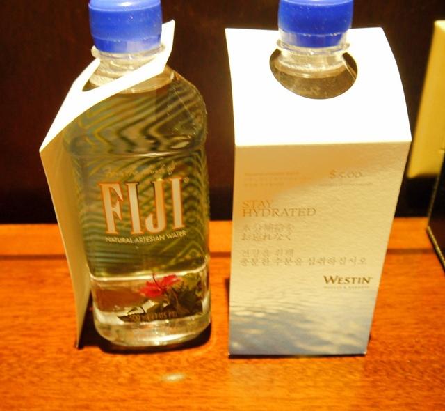 WESTIN標準房提供的礦泉水是FIJI.jpg