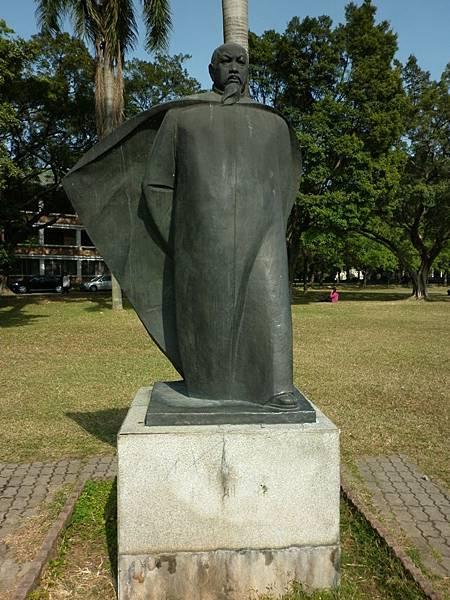 0802銅像廣場02.JPG