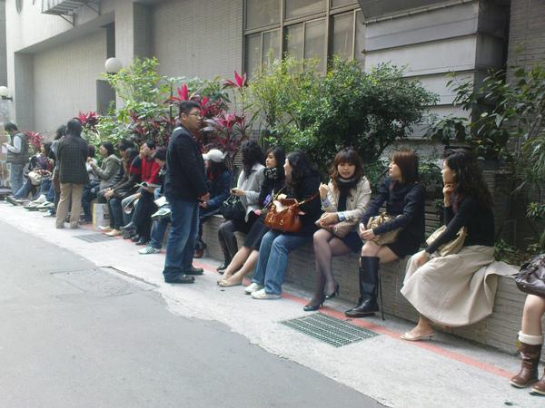 2009022801--003米朗琪咖啡-等候排隊的人.jpg