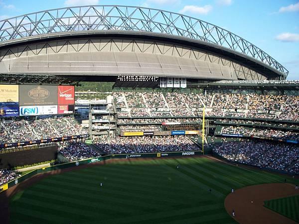 Retractable_roof_open,_Safeco_Field