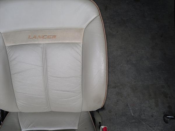 汽車皮椅龜裂處理前照片 4.JPG