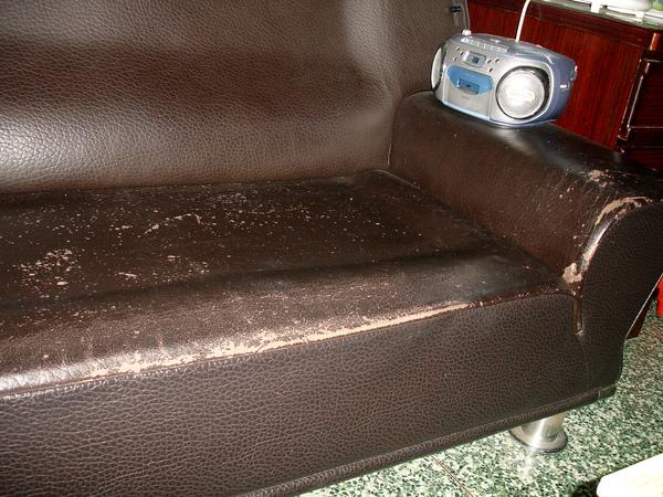 沙發龜裂如何處理前照片4.JPG