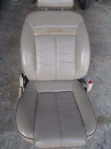 汽車皮椅龜裂處理後照片 1.JPG