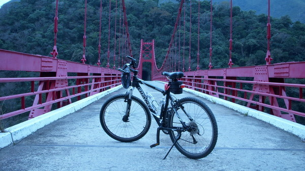 舊橋與車.JPG