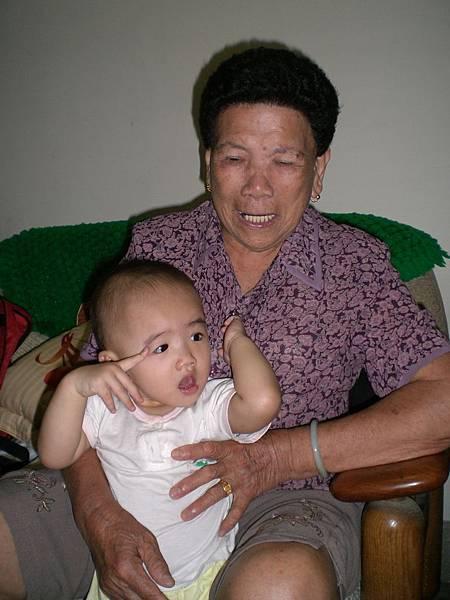 難得的四代同堂,阿祖和她的外曾孫女