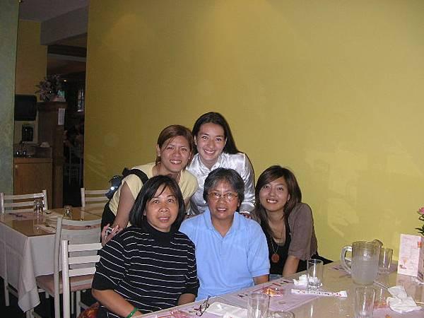 生日那天Home mom 帶我們去吃中國餐廳