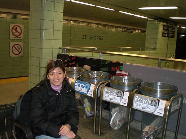 subway, 月票要一百元/月,公車,地鐵任你坐
