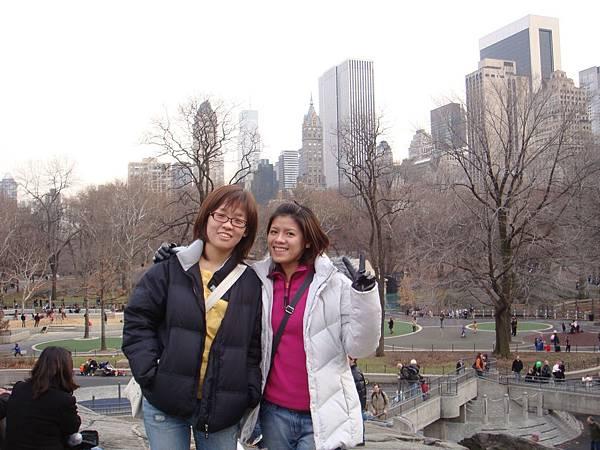 中央公園裡的岩石廣場,岩石在我們腳下,照片上看不到喔