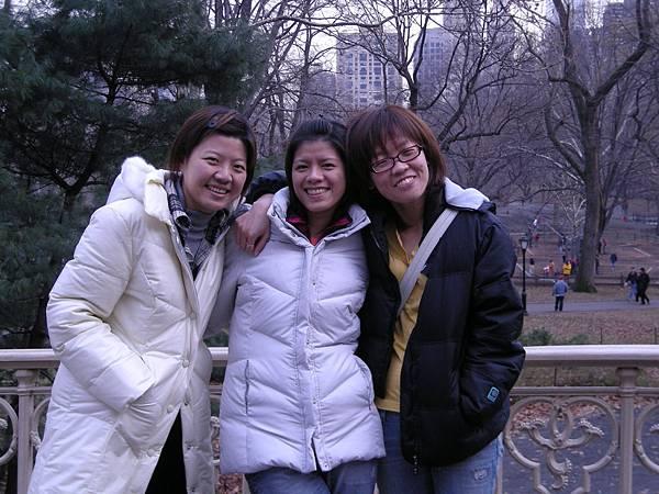 好不容易找到有人幫我們照相,可惜沒照到美麗的中央公園