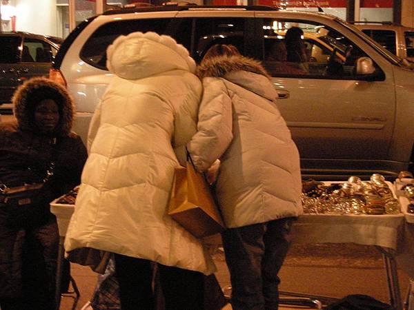 時代廣場晚上有很多地攤,都蠻便宜的