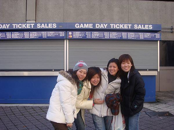 洋基售票亭,現在不是球季,還蠻冷清的說