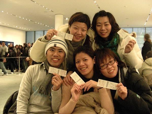 早上MOMA人不是很多,我們有學生証所以不用排隊,直接進來換票
